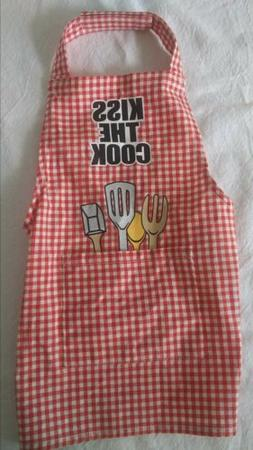 """Dog Apparel """"Kiss The Cook"""" Apron Size S / M Red & White Gin"""